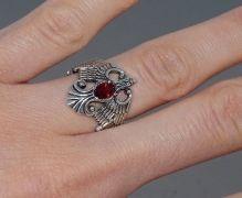Перстень серебряный с камнем