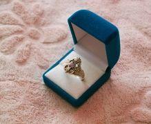 Золотое кольцо с сиреневым камнем
