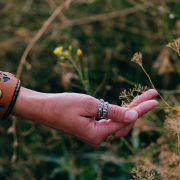 Кольцо с драконами и рунами старшего Футарка фото 3