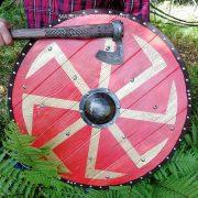 Боевой щит с Коловратом из массива дерева фото 1